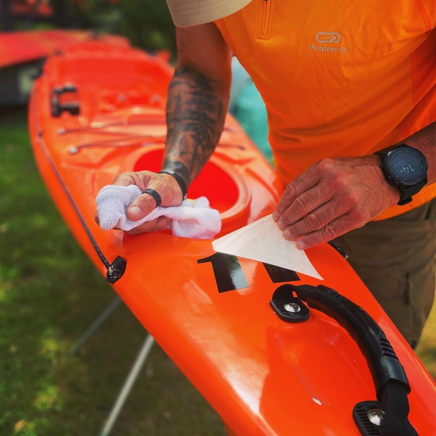 Guide maintaining servicing sit-on-top kayaks